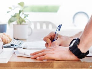 A buyer signing a contract to buy a house they found on next address without an agent